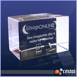 - Bloco Personalizado em Cristal com gravação interna a laser. Pode ser gravado em 2D ou 3D, na posição horizontal ou vertical. Medidas: 50 X 50 X 80 mm...