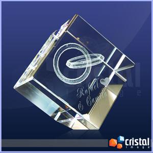 Cubo Personalizado em Cristal com gravação interna 2D ou 3D. Gravação feita diretamente no interior da peça com tecnologia laser. Medidas: 80 X 80 X 8... - Cristal Image