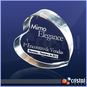 Bloco personalizado em cristal no formato de coração, com gravação interna 2D ou 3D feita a laser. Medidas: 40 X 100 X 100 mm. - Cristal Image