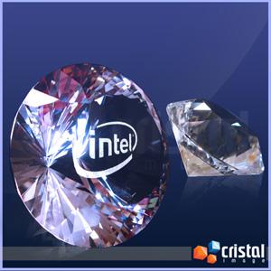 Peça personalizada em cristal com formato de diamante e gravação a laser no núcleo. Gravação 2D ou 3D. Medidas: 60 X 80 X 80 mm. - Cristal Image