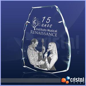 Placa Personalizada em Cristal 100% transparente, com gravação a laser no interior da peça. Acabamento bisotado na lateral. Medidas: 20 X 170 X 140 mm... - Cristal Image