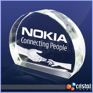 Peça Personalizada em Cristal com formato 3/4 de círculo, e gravação a laser no interior em 2D ou 3D. Medidas: 35 X 90 X 120 mm. - Cristal Image