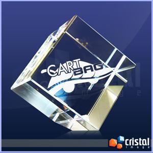 Cubo Personalizado em Cristal com gravação intera 2D ou 3D. Gravação feita diretamente no interior da peça com tecnologia laser. Medidas: 80 X 80 X 80... - Cristal Image
