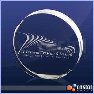 Cristal Image - Peça personalizada em cristal com formato redondo, gravação laser no interior. Não sofre com a ação do tempo. Medidas: 20 X 60 X 60 mm.