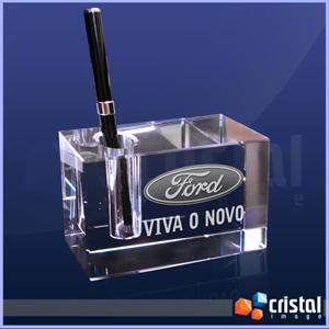 Bloco Personalizado em Cristal, com gravação a laser no interior da peça em 2D ou 3D. Peça com encaixe porta caneta. Medidas: 40 X 70 X 110 mm. - Cristal Image