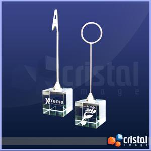 cristal-image - Porta recado personalizado com base em cristal, e gravação a laser no interior da peça. Medida do Cristal: 30 X 30 X 30 mm.
