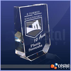 Bloco / Placa Personalizado em Cristal 100% transparente, com gravação a laser 2D ou 3D no interior da peça. Frente inclinada como diferencial visual... - Cristal Image
