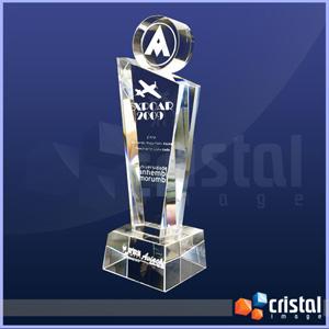 Peça personalizada em cristal com 3 partes fixadas graváveis. Gravação a laser no interior das peças em 2D ou 3D. - Cristal Image