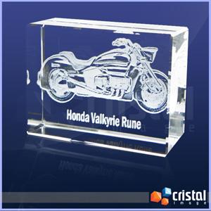 cristal-image - Bloco personalizado em cristal, com gravação a laser interna 2D ou 3D. Pode ser gravado na posição horizontal ou vertical. Medidas: 30 X 70 X 100 mm.