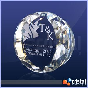 Cristal Image - Peça personalizada em cristal óptico 100% transparente, com formato e acabamento bisotado nas laterais.