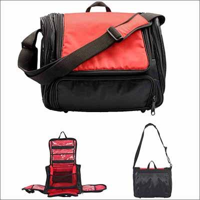 ef04b8977a797 Bolsa Esportiva com porta chuteira, com 2 alças, possui tampa e 4 bolsos,