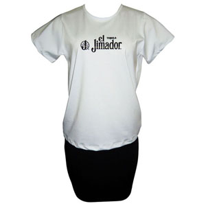 Camiseta baby look com gravação personalizada e saia.