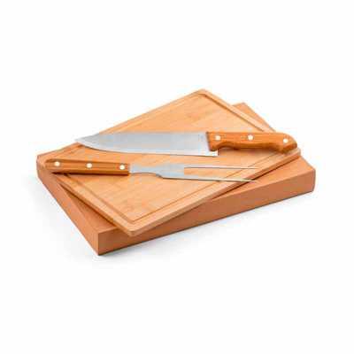 Kit churrasco. Aço inox e bambu. Tábua e 2 peças em caixa kraft. Caixa: 360 x 210 x 40 mm | Tábua...