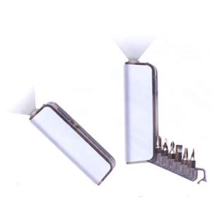 Kit feramenta com 6 funções e lanterna.Produto de plástico com alumínio - Pratic Brindes