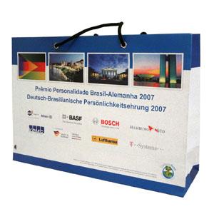 Ecobela Embalagens - Sacola de papel Off set 180grs Impressão Crômia,  Acabamento alça cordão de bcf93c99ab