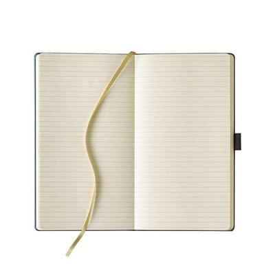 pombo-lediberg - Ivory Notes, páginas pautadas, formato 130 x 210 mm, Q16: 160 páginas, Q24: 240 páginas, impressão em 1 cor, fita marcadora, porta caneta e envelope.