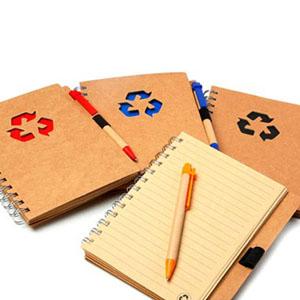 Maggenta  Produtos Promocionai... - Caderneta confeccionada em material reciclável com caneta personalizada.