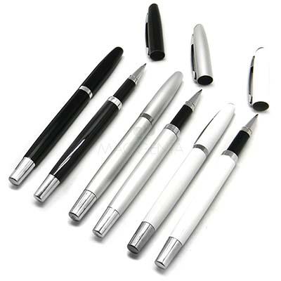 Maggenta  Produtos Promocionais - Caneta Roller em metal resistente, detalhe prata, escrita macia. Consultar as cores. Gravação laser