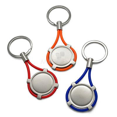 maggenta-produtos-promocionais - Chaveiro de metal. Possui detalhe em silicone e acompanha embalagem preta. Cores: Vermelho, azul e laranja