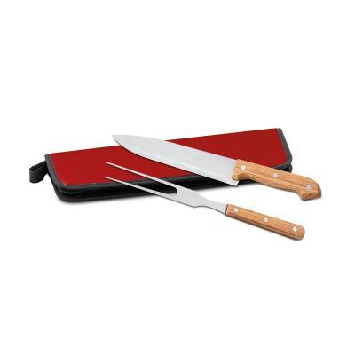 - Kit churrasco personalizado com faca e garfo ambos com cabo de bambu. Acompanha estojo de Nylon 210D com fechamento por zíper e alça lateral. Ideal pa...