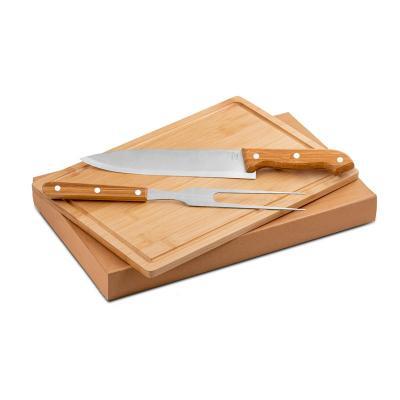 - Kit churrasco personalizado com 2 talheres em inox e 1 tábua com acabamento em bambu. Acompanha caixa de papel Kraft. Ideal para divulgar sua empresa...