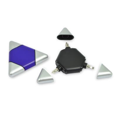 - Kit ferramentas em PVC resistente, possui 1 chave de fenda e duas chaves philips com tampa protetora personalizada.