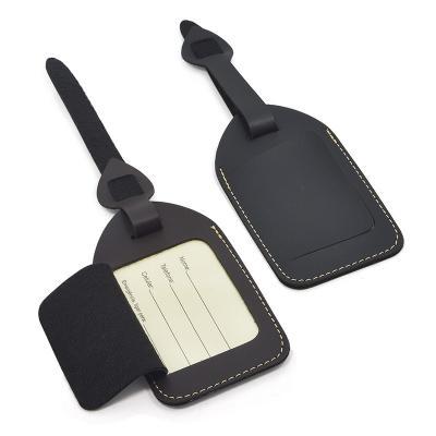 - Confeccionada em couro sintético. Contém etiqueta interior com os campos para nome, telefone, celular e emergência. Disponíveis nas cores preta ou mar...