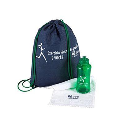 - Kit composto por mochila saco em nylon, squeeze pet 550 ml e toalha fitness. Disponível em várias cores. Gravação da logomarca em 1 cor já inclusa.  T...