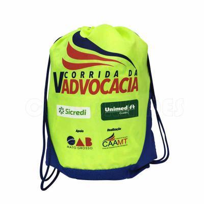 Sacola mochila com alça dupla de ombro em cordão. Disponível em várias cores. Gravação da Logomar...
