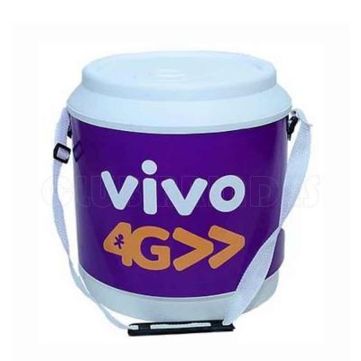 Cooler promocional com capacidade para 30 latas, com alça fixa e isolante térmico. Disponível em ...
