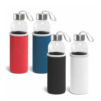 Squeeze. Vidro e aço inox. Capacidade até 520 ml. Fornecido com luva em soft shell. Disponível em...