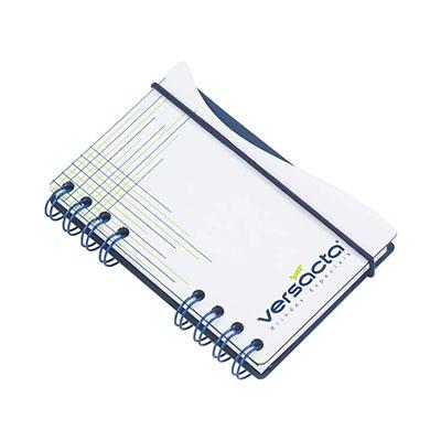 Bloco de anotação capa de cartão revestido em Papéis Especiais, recorte lateral, fechamento com elástico, logotipo vazado a laser, embalagem em caixa de cartão branco