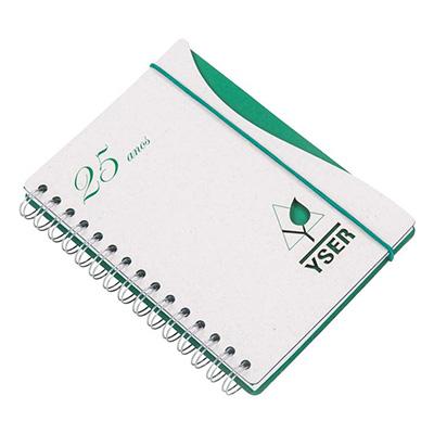 Caderno Capa personalizada em cartão revestido com Papéis Especiais, recorte lateral, logotipo vazado a laser, fechamento elástico