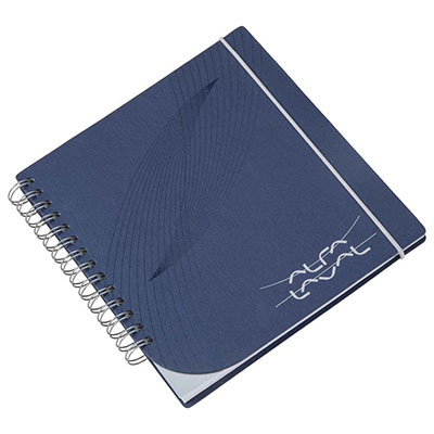 Caderno Capas em cartão revestido com Papéis Especiais. Design diferenciado. Miolo personalizado. Embalagem em caixa de cartão branco.