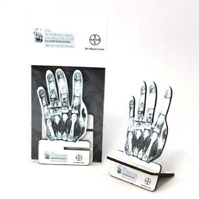 - Porta-celular com impressão digital,em MDF, recorte laser. Sua marca sempre presente na mesa do seu cliente.