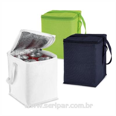 Seripar - Brindes Inovadores - Bolsa térmica, em nylon 600D. Capacidade 4 latas de 0,5 L. Personalização silk-screen. Tamanho 150x190x150mm
