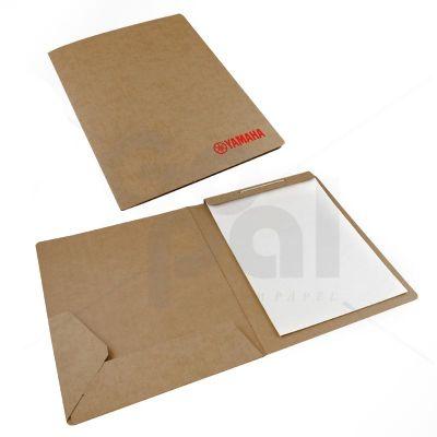 gopal-arte-em-papel - Pasta em cartão Kraft com uma bolsa de encaixe e bloco.