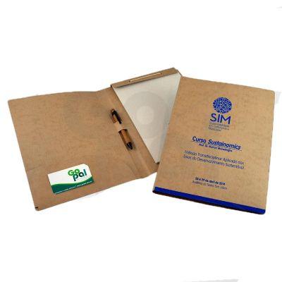 gopal-arte-em-papel - Pasta em cartão com bolsa, bloco, caneta e cartão com impressão em silk.
