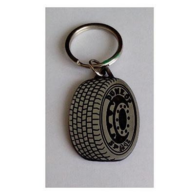 layout-brindes - Chaveiro em metal com formato de pneu.