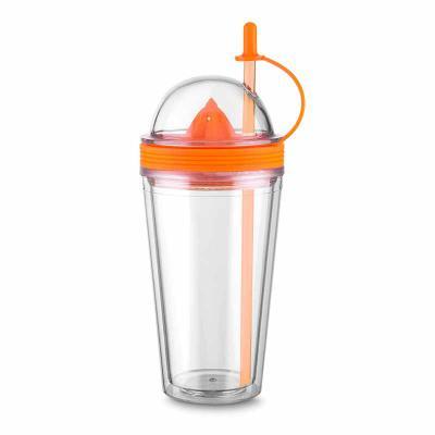 Copo acrílico plástico espremedor personalizado  Características do produto:    Descrição: Copo plástico 500ml com espremedor de frutas. Acompanha tam... - Nexo Brindes