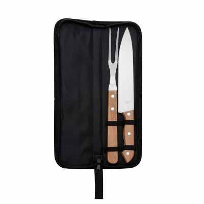 Kit churrasco 2 peças em estojo de nylon com alça.Possui: faca e garfo de madeira(na cor preto os cabos são de plástico), acompanha proteções plástica... - Nexo Brindes