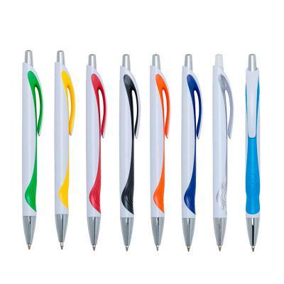 mdm-brindes - Caneta plástica branca com detalhe colorido. Clip plástico com acionador e ponteira prata, aciona por clique..