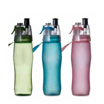 Squeeze plástico 700ml brilhante com borrifador. Possui tampa plástica resistente(transparente), para uso basta levantar o bico e utilização do borrif... - MDM Brindes