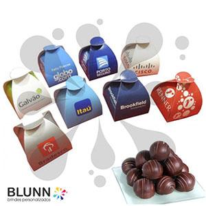 Blunn - Caixinha personalizada com sua logomarca ou imagem desejada sem limite de cores, contendo bombom de chocolate com qualidade garoto. Excelente opção pa...