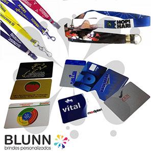 blunn - Crachá, credencial, exelente qualidade, material em PVC, pode ser colorido frente e verso, cordões, clips, jacaré