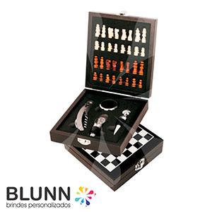 Kit vinho com 4 de peças e jogo de xadrez, caixa de madeira.  Conteúdo: * 1 Anel de gargalo * 1 Saca rolhas * 1 Tampa convencional * 1 Termômetro Tama...