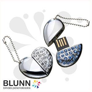 blunn - Pendrive no formato de coração, feito em metal com acabamento em pequenas pedras de strass