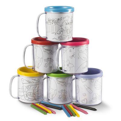 Caneca para colorir, 6 giz de cera, duas partes, serve para colocar colorir e servir uma bebida. 8 cores disponíveis