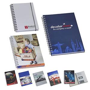 Caderno capa dura - 96 folhas. Disponível em 3 tamanhos 15 x 21 - 18 x 25 - 21 x 28 - NTS Brindes