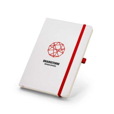 brindez-brindes-promocionais - Caderneta capa dura  Caderno capa dura. Com porta esferográfica e 80 folhas não pautadas cor marfim. 137 x 210 mm